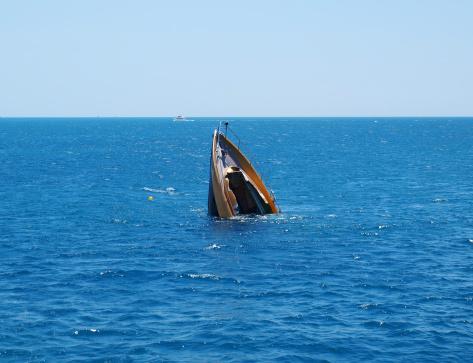Collapsing「Shipwreck」:スマホ壁紙(19)