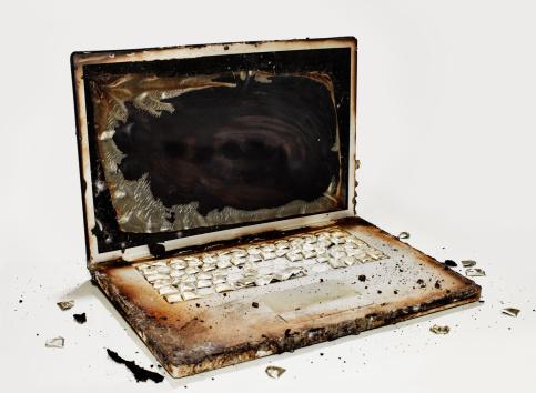 Burnt「Burnt Laptop 01」:スマホ壁紙(14)