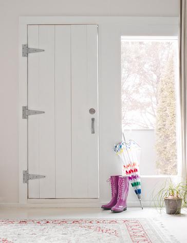 Front Door「Rubber boots and umbrella in anteroom.」:スマホ壁紙(13)