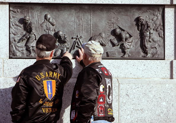 Joe Raedle「Nation's Capitol Observes Veterans Day」:写真・画像(16)[壁紙.com]