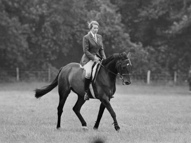 Anne, Princess Royal, riding a horse:ニュース(壁紙.com)
