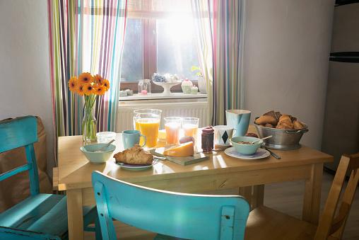 Bread「Laid breakfast table」:スマホ壁紙(12)