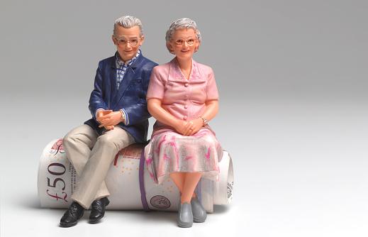 Male Likeness「Retired couple sitting on roll of UK pounds」:スマホ壁紙(12)