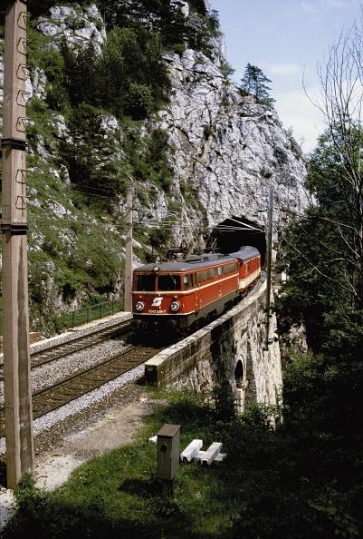 1990-1999「Semmering railway: OBB locomotive」:写真・画像(15)[壁紙.com]