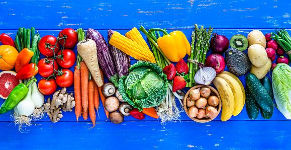 Kiwi「Fruits and vegetables border on blue table. Copy space.」:スマホ壁紙(6)