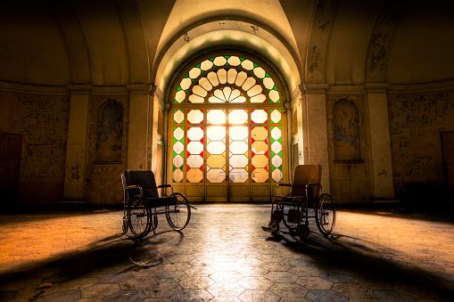 The Past「Abandoned Hospital Hall」:スマホ壁紙(13)