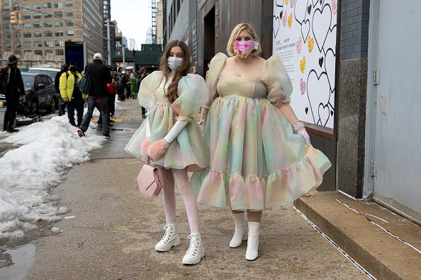New York Fashion Week「Street Style - February 2021 - New York Fashion Week」:写真・画像(17)[壁紙.com]