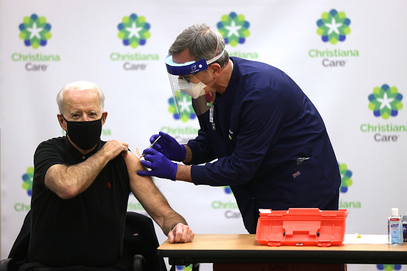 Receiving「President-Elect Biden And Vice President-Elect Harris Receive Second Round Of COVID-19 Vaccination」:写真・画像(0)[壁紙.com]