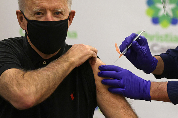 Receiving「President-Elect Biden And Vice President-Elect Harris Receive Second Round Of COVID-19 Vaccination」:写真・画像(10)[壁紙.com]