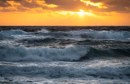 Sunrise - Fort Lauderdale「USA, Florida, Boca Raton, Sea waves at sunrise」:スマホ壁紙(11)