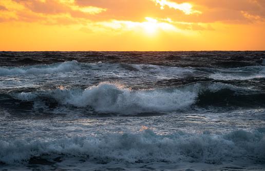Sunrise - Fort Lauderdale「USA, Florida, Boca Raton, Sea waves at sunrise」:スマホ壁紙(15)