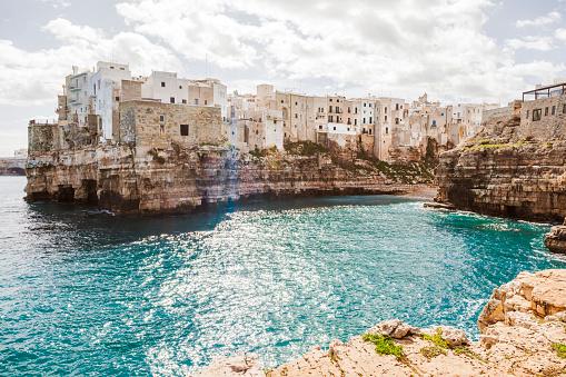 Adriatic Sea「Italy, Puglia, Polognano a Mare, view to historic old town」:スマホ壁紙(3)