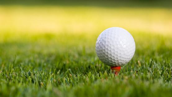 Golf Ball「Golf ball on the tee」:スマホ壁紙(18)