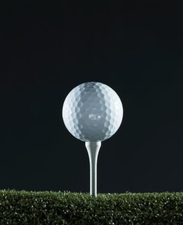 Golf Ball「Golf ball on tee (surface level)」:スマホ壁紙(4)