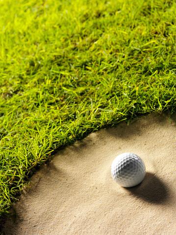 Sand Trap「Golf Ball on the Edge of a Bunker」:スマホ壁紙(10)