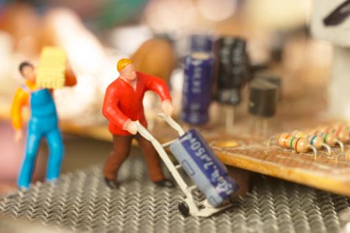 Mother Board「Figurines repairing a circuit board」:スマホ壁紙(0)