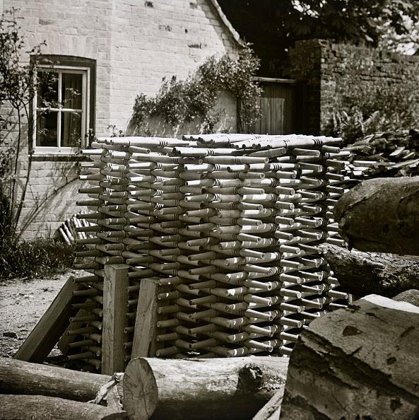 1900-1909「Stack Of Turned Chair Legs」:写真・画像(5)[壁紙.com]