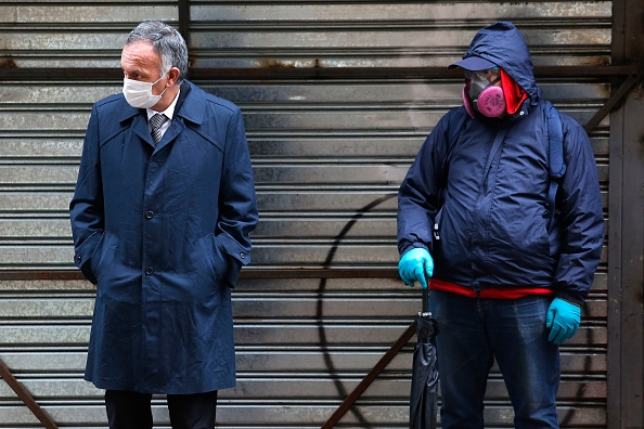 In A Row「Chilean Government Boosts Economy With Soft Loans and Stimulus Measures Amid Coronavirus Crisis」:写真・画像(2)[壁紙.com]