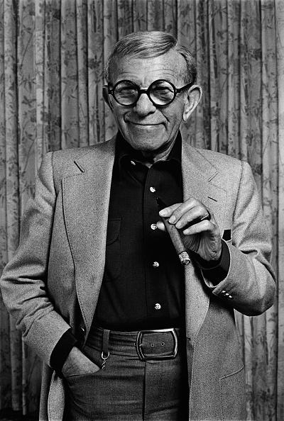 Looking At Camera「Actor & Comedian George Burns Portrait Session」:写真・画像(11)[壁紙.com]