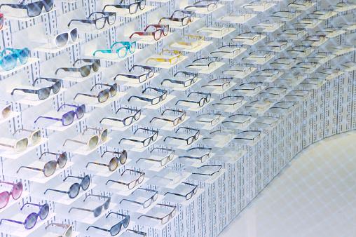 Side By Side「Rack of eyeglasses」:スマホ壁紙(7)