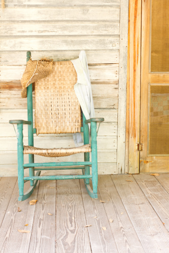 The Past「Antique Green Rocking Chair On Rustic Farm Porch」:スマホ壁紙(11)