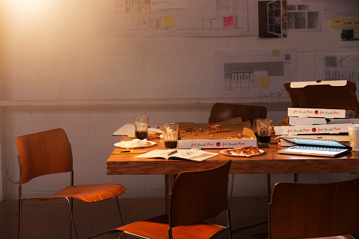 Finishing「messy group worktable with pizza boxes」:スマホ壁紙(9)