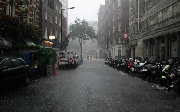 Torrential Rain「Areas Of England On Flood Alert」:写真・画像(10)[壁紙.com]