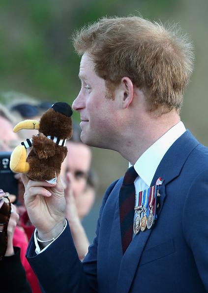 National War Memorial「Prince Harry Visits New Zealand - Day 1」:写真・画像(5)[壁紙.com]
