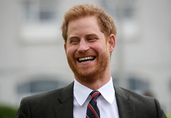 Laughing「The Duke Of Sussex Visits The Royal Marines Commando Training Centre」:写真・画像(1)[壁紙.com]