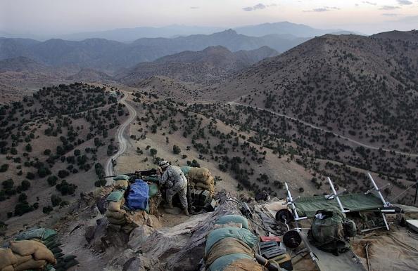 Mountain Range「U.S. Forces Hunt Taliban On Pakistan Border」:写真・画像(5)[壁紙.com]