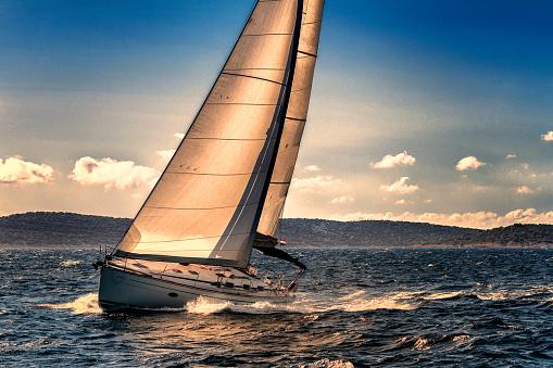 Adriatic Sea「Shot of Sailing Boat Agains the Sunlight」:スマホ壁紙(10)