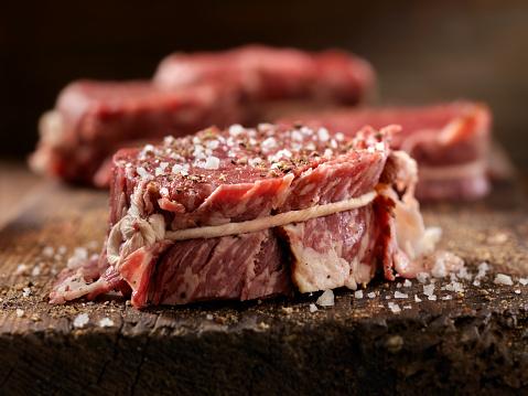Beef「Raw Bacon Wrapped Steak Fillets Seasoned with Salt and Pepper」:スマホ壁紙(3)