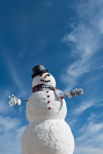 snowman「USA, New Jersey, Jersey City, Snowman under blue sky」:スマホ壁紙(11)