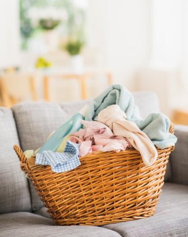 Laundry「USA, New Jersey, Jersey City, Laundry basket on sofa」:スマホ壁紙(8)