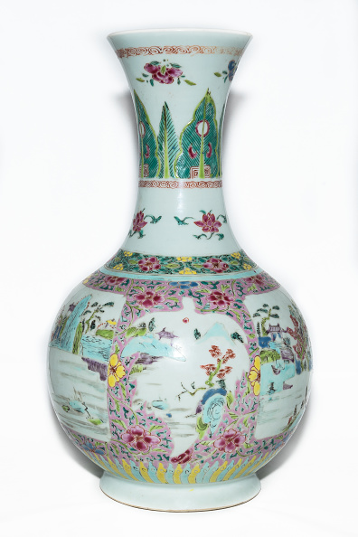 White Background「Famille Rose Vase With Landscape Decoration And Trumpet Mouth 18th Century」:写真・画像(5)[壁紙.com]