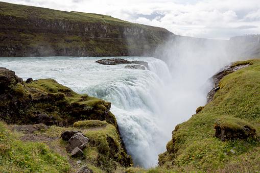 アイスランド ゴールデンサークル「ゴールデン サークルのグトルフォス アイスランドの滝」:スマホ壁紙(17)