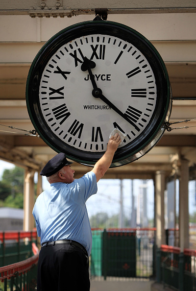 Railroad Station「Legendary Clock From Film 'Brief Encounter' Is Wound Up For The Week」:写真・画像(6)[壁紙.com]