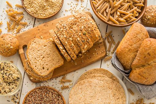 Bread「Brown bread on cutting board」:スマホ壁紙(13)