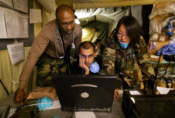 Multi-Ethnic Group「Military Field Hospital Takes In Earthquake Sick And Wounded」:写真・画像(6)[壁紙.com]