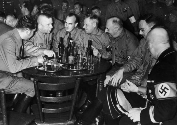 Drinking「Beer Hall Reunion」:写真・画像(16)[壁紙.com]