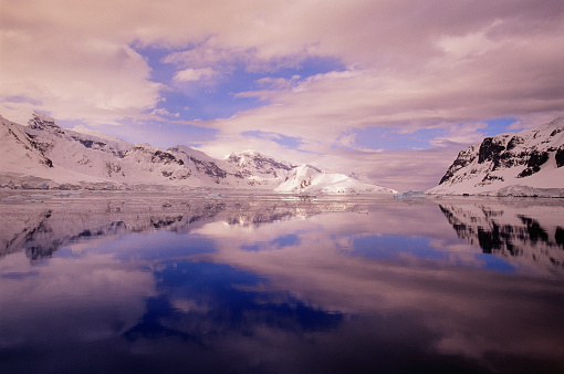 Pack Ice「Clouds Reflected in Gerlache Strait」:スマホ壁紙(15)