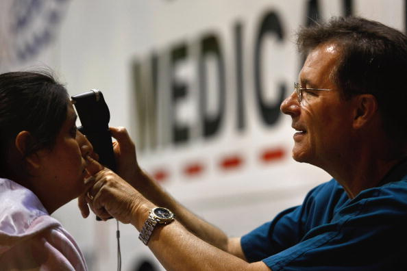 John Moore「Thousands Receive Free Medical Treatment At The Forum In Los Angeles」:写真・画像(9)[壁紙.com]