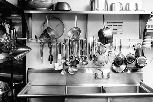 Stainless Steel「Dishes hanging above commercial kitchen sink」:スマホ壁紙(16)