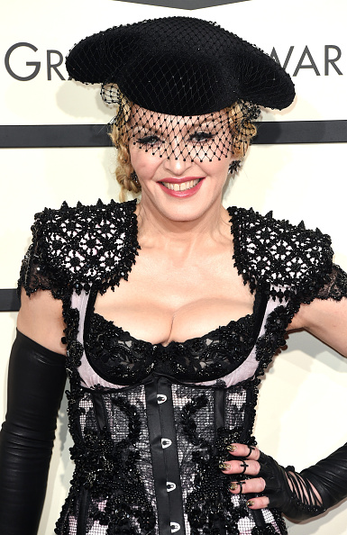 Singer「57th GRAMMY Awards - Arrivals」:写真・画像(1)[壁紙.com]