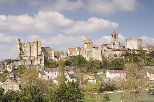 Nouvelle-Aquitaine「The hilltop town of Chauvigny in France.」:スマホ壁紙(15)
