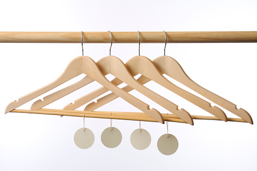 Rack「Wooden coat hanger with blank tag against white background」:スマホ壁紙(3)