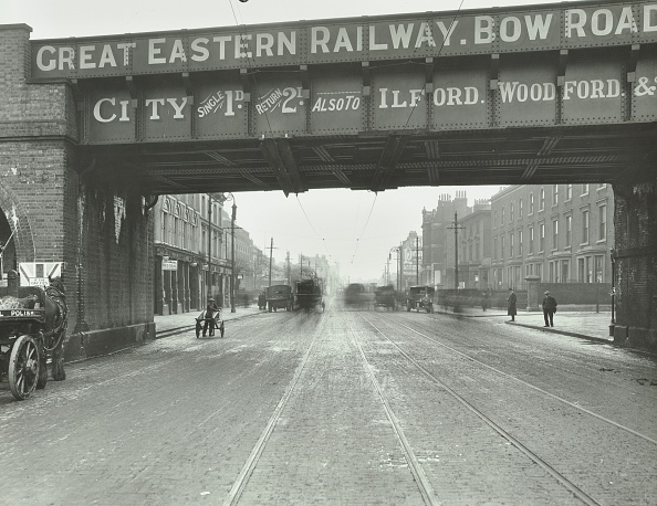 Cobblestone「Great Eastern Railway Bridge Over The Bow Road, Poplar, London, 1915」:写真・画像(3)[壁紙.com]