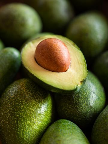 Avocado「Close up view of halves of an avocado」:スマホ壁紙(8)