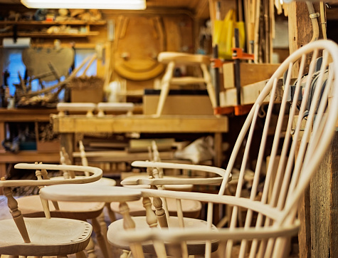 Carpentry「USA, Maine, Lincolnville, Windsor chairs in preparation」:スマホ壁紙(7)