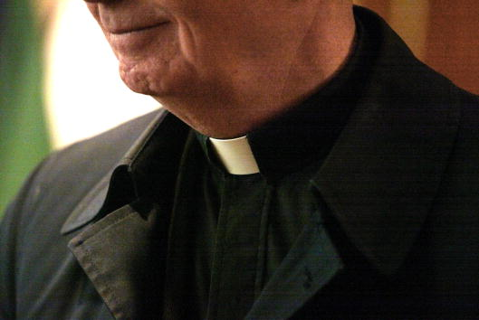 Priest「Good Friday Service in Chicago」:写真・画像(4)[壁紙.com]